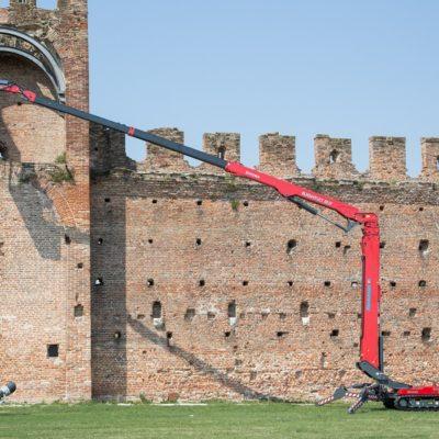 Hinowa LL33.17 spinhoogwerker ingezet bij werkzaamheden aan een kasteeltoren.