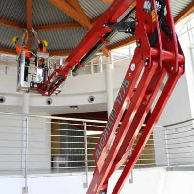 Hinowa LL17.75 ingezet voor werkzaamheden aan de dakspanten.
