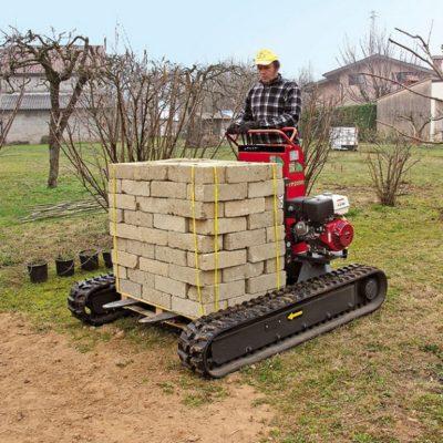 Pallet tegels verplaatsen met een Hinowa TP2000 rupsheftruck van Safety Lift.