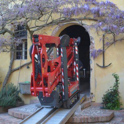 Compacte Hinowa spinhoogwerker van Safety Lift Leimuiden.