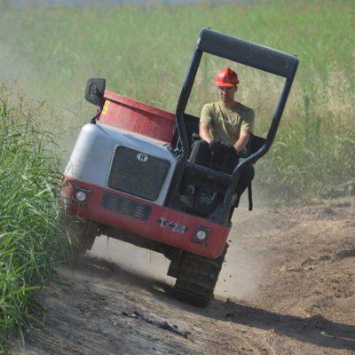 Zand vervoeren met een Hinowa TX2500 Traxporter van Safety Lift.