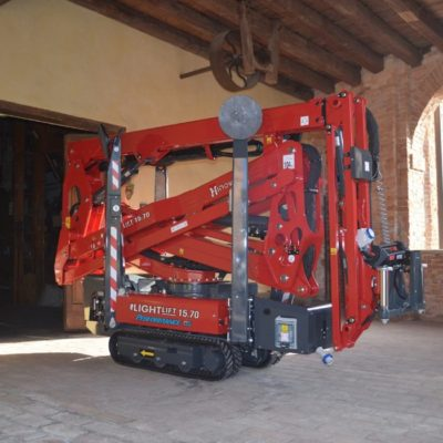 Hinowa spinhoogwerkers hebben zeer compacte transport afmetingen.
